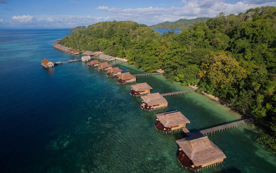 7 tempat honeymoon paling romantis di indonesia - Raja laut dive resort ...