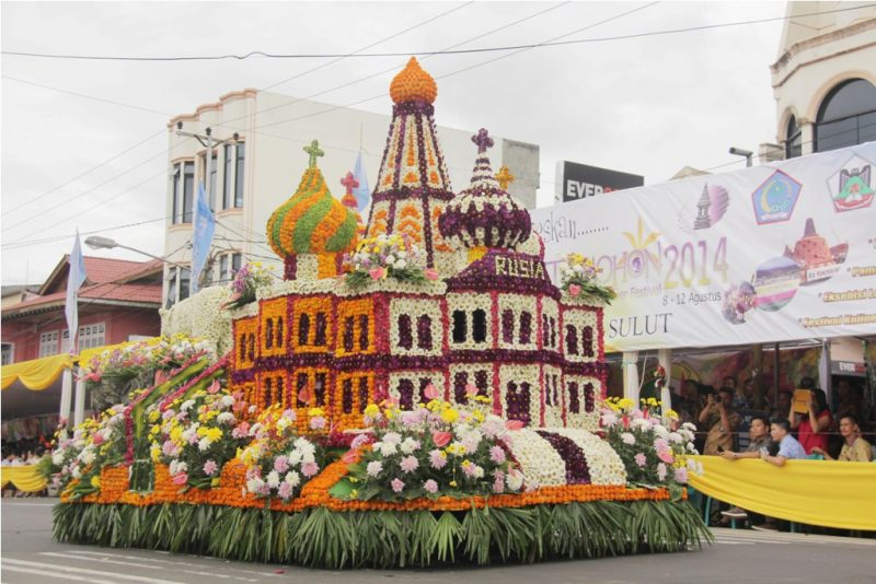 Parade Festival Bunga Tomohon 2017 - International Flower Festival (TIFF)