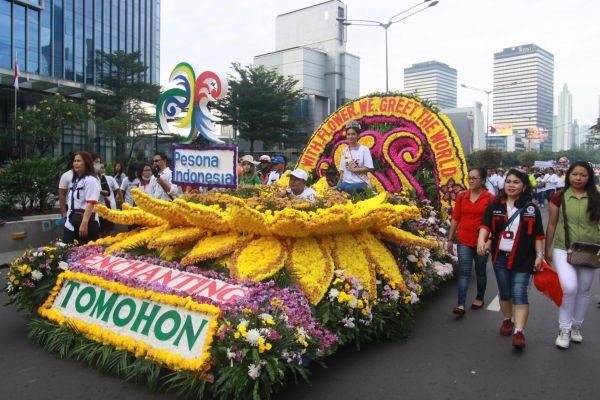 Parade Festival Bunga Tomohon 2017 - International Flower Festival